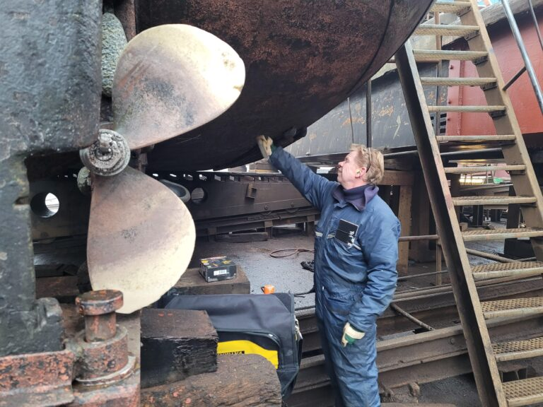 Diktemeting casco stalen schip